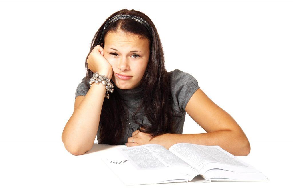ילדה עם קשי למידה