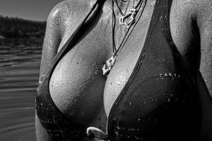 אישה בבגד ים