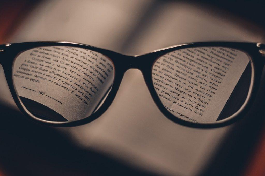 ספר ומשקף קריאה