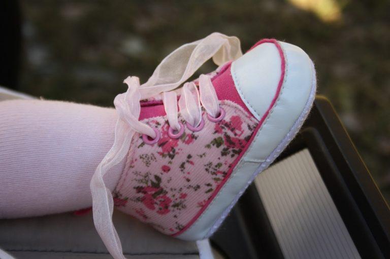 נעל בובה